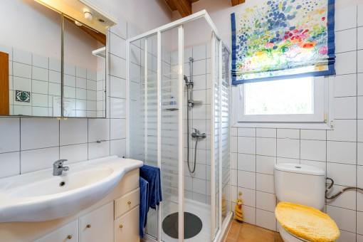One of 4 bathrooms en suite