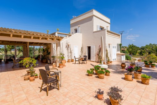 Mediterranean terrace in front of the guest house