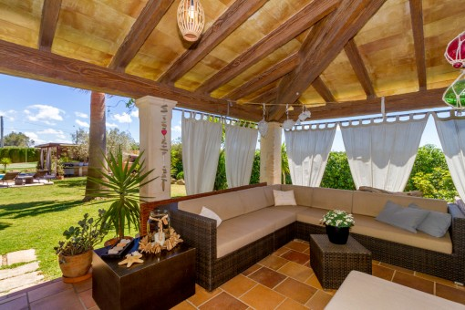 Covered terrace with lounge area