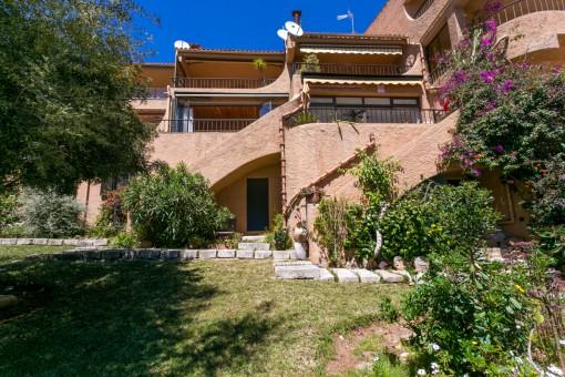 Exterior view of the villa with garden