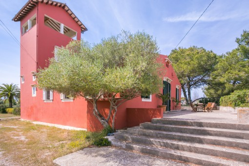 Wonderful, traditional villa with sea views in a prime location only 100 metres from the beach and 5 minutes from Alcudia's old town