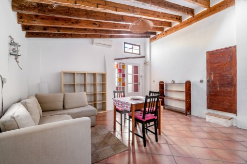 Penthouse with much potential situated over the roofs of Palma in the Sindicat district