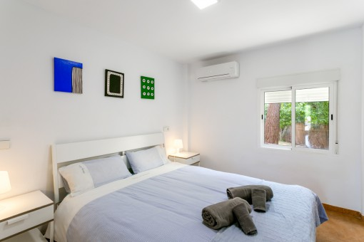 Bright double-bedroom
