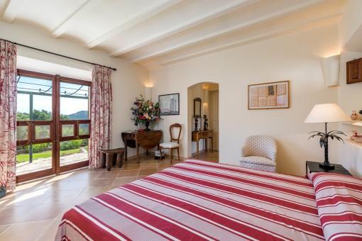 Second bedroom with garden view