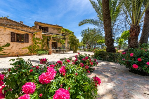 Impressive, mediterranean finca with large garden and swimming pool