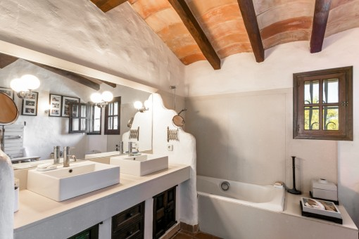 One of 5 bathrooms