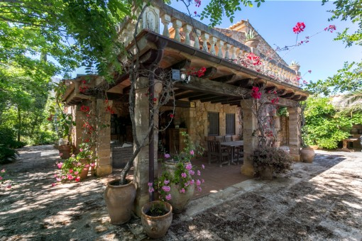 Enchanting natural-stone finca with great charm close to the market square in Pollenca