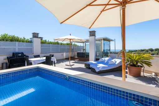 Pool area on the roof terrace