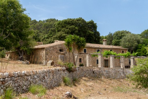 Finca in a privileged area in Esporles requiring renovation