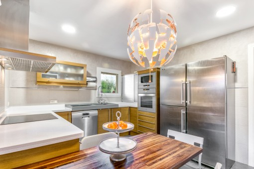 Fully equipped, bright kitchen
