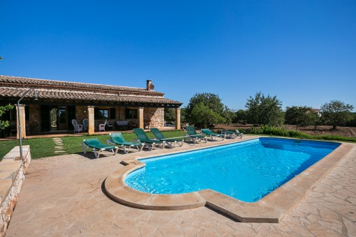 Mallorcan finca with 4 bedrooms in Portocolom