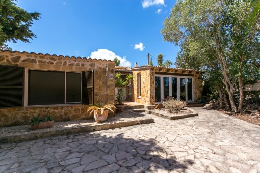 Typical Mallorcan finca with a large plot of land quietly located in Arta