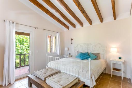 Double-bedroom with balcony