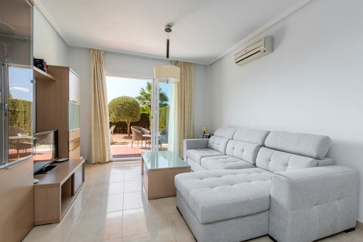 Modern apartment with large garden and lateral sea views from the terrace en Cales de Mallorca