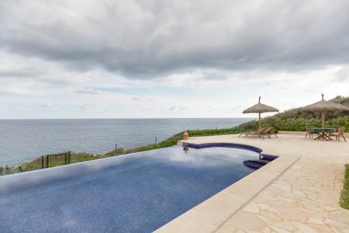Spectacular villa in breathtaking front line in Cala Murada