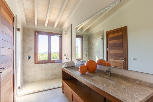 One of 6 bathrooms