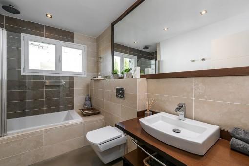 Elegant bathroom with bath tub