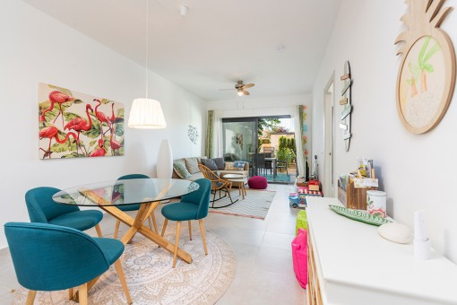 Friendly living and dining area
