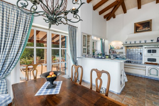 Views to the adjoining kitchen