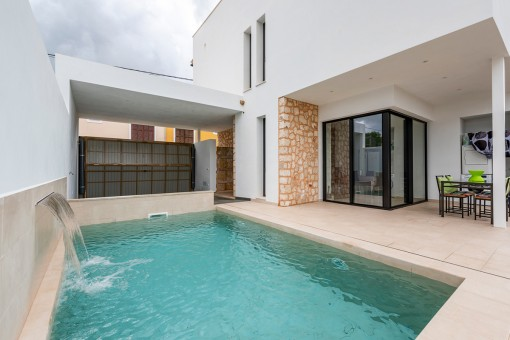 Modern town house with pool in Es Llombards