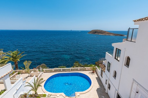 Communal pool with direct sea access