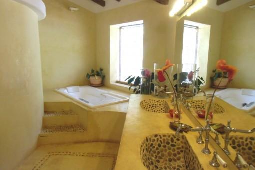 Bahroom with bathtub