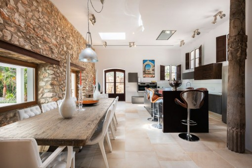 Stylish dining area and kitchen