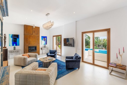 Bright living area with terrace access