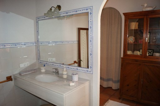 Alternative view of the bathroom