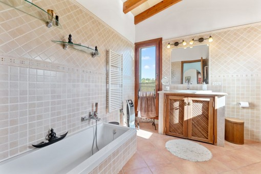 Charming bathroom en suite