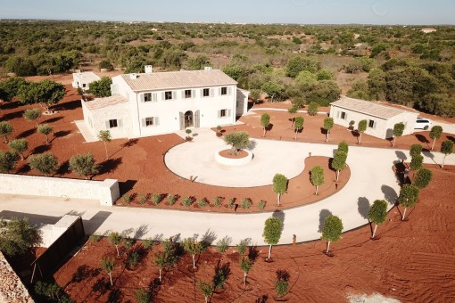 Front view of the finca