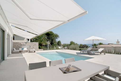 Spacious, sunny pool terrace