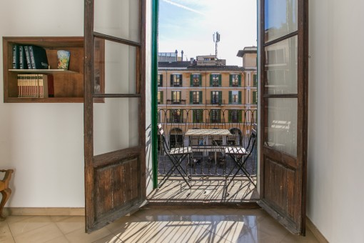 French balcony with view to the Placa Mayor