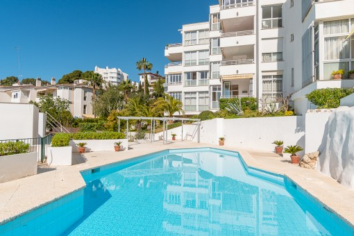 Lovely light-flooded 3-bedroom apartment, with 2 private terraces  and communal pool in Bonanova