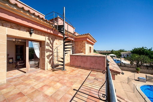 Balcony with access to roof terrace