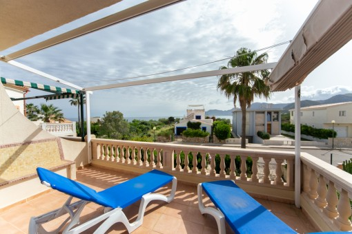 Semi-detached house on the 2nd sea line in Colonia de Sant Pere in a very quiet side-street with wonderful sea views