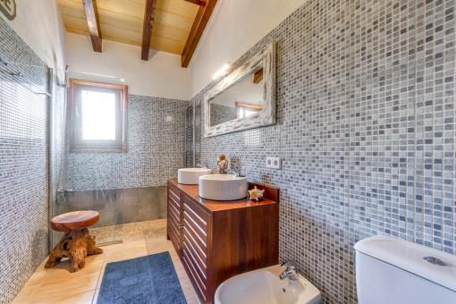 Elegant bathroom with shower