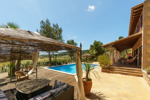 Beautifully-situated terrace with pool