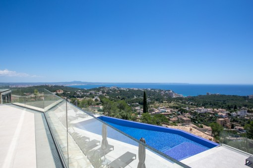 Newly-built duplex apartment with a 140 sqm terrace and tremendous views over Palma and the sea