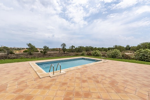 Pool area with views to Santanyi