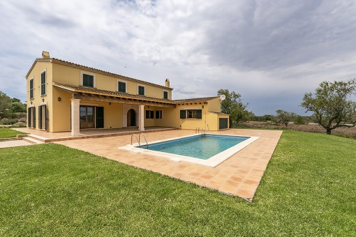 Beautiful rustic style finca with sweeping views in Santanyi