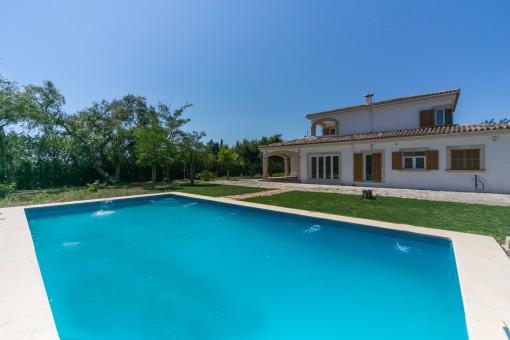 Beautiful, 11 x 6 metres pool
