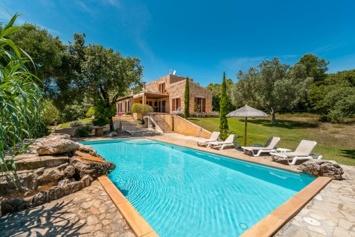 Natural-stone finca in an idyllic location with touristic rental licence between Arta and Capdepera
