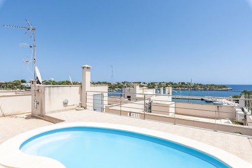 Well-maintained apartment with pool on the roof and sea views, only a few metres from the harbour of Porto Petro