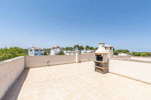 Large roof terrace with bbq