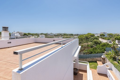 Roof terrace with harbour views