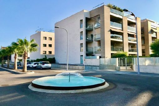 First-occupation penthouse apartment with its own roof-terrace pool in a high-quality residential complex in Palma