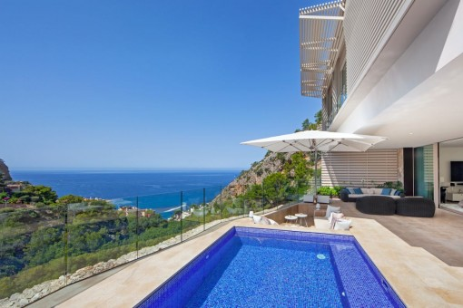 Beautiful and luxurious semi-detached house in Cala Llamp