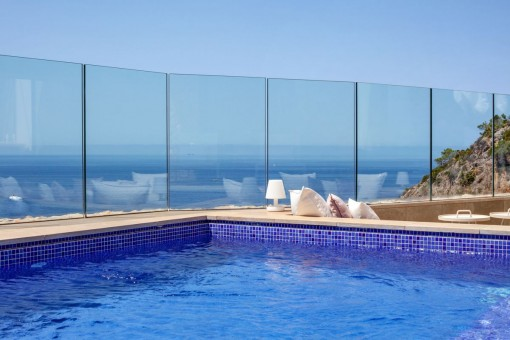 Pool and sea view