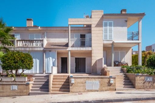 House requiring some renovation in a quiet side street with part sea views in Son Serra de Marina
